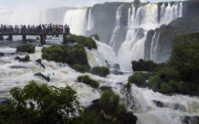 """Promenade en bateau au pied des chutes, côté brésilien """"Macuco Tour"""""""